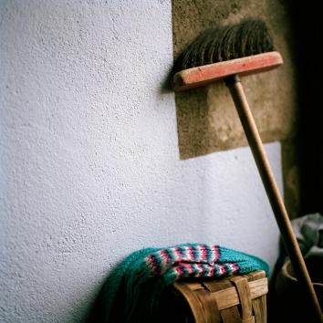 l'écharpe et le balais / R